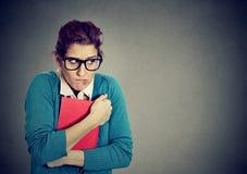 Studente nerd insicuro della giovane donna fotografia stock