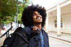 Studente nero sorridente con l'afro Fotografia Stock Libera da Diritti