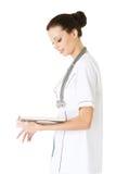 Studente o medico attraente della medicina con il libro Immagine Stock