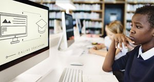 Studente online Graphic Concept di tecnologia di istruzione Fotografie Stock Libere da Diritti