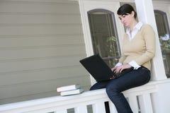 Studente op Computer stock foto's
