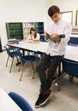 Studente Reading Book Fotografie Stock Libere da Diritti
