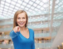Studente sorridente che indica dito voi Fotografia Stock Libera da Diritti