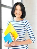 Studente sorridente con i libri e le note Fotografia Stock