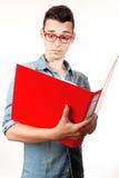 Studente stupito con il taccuino rosso ed i vetri rossi Fotografia Stock Libera da Diritti