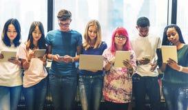 Studente Team Learning Concept dei dispositivi di tecnologia Immagine Stock Libera da Diritti