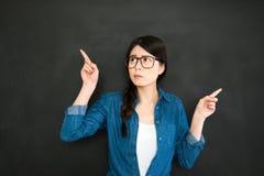 Studente universitario che prende decisione per il lavoro futuro Immagine Stock