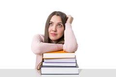 Studente vago con un mucchio dei libri Fotografia Stock