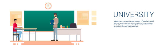 Studenten-Answer Over Chalkboard-Hochschulbildung Lizenzfreie Stockfotos
