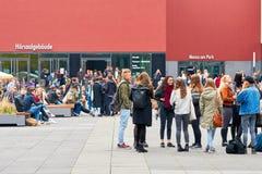 Studenten auf der Universität in Leipzig lizenzfreie stockfotografie
