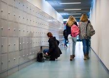 Studenten auf Highschool stockbild