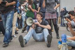 Studenten binnen het gebouw van het onderwijsagentschap in Milaan, Italië Stock Afbeelding