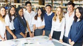 Studenten-Classmate Friends Understanding-Studien-Konzept stockbilder