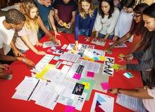 Studenten-Classmate Friends Understanding-Studien-Konzept lizenzfreie stockbilder