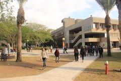Studenten in de universitaire campus van Biersheva in Negev in Israël Stock Foto's