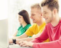 Studenten an der Informatik- und Programmierungslektion Stockfotografie