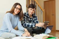 Studenten, die für die Sitzung sich vorbereiten Lizenzfreie Stockbilder