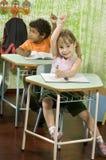 Studenten die Handen opheffen Stock Afbeelding