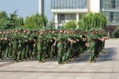 Studenten die militaire opleiding doen Royalty-vrije Stock Foto