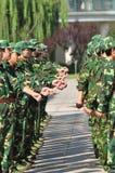 Studenten die militaire opleiding doen Royalty-vrije Stock Fotografie