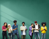Studenten die Onderwijs Sociale Media Technologie leren stock afbeeldingen