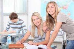 Studenten in een klaslokaal Stock Foto