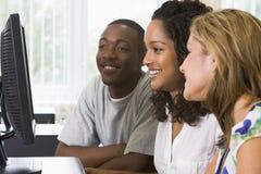 Studenten in einem Computerlabor stockfoto