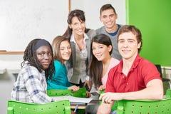 Studenten en leraar bij klasse Royalty-vrije Stock Foto's