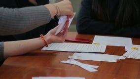 Studenten in Engelse lessen stock video