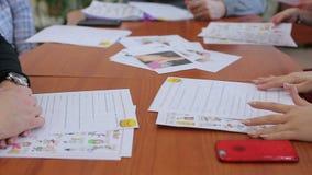Studenten in Engelse lessen stock footage