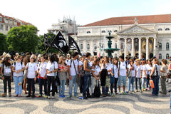 Studenten in het ragging bij het Rossio Vierkant, Lissabon royalty-vrije stock fotografie