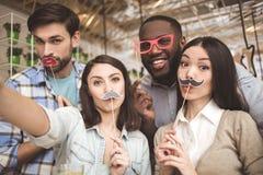 Studenten im Café studieren zusammen Bildungskonzept Lizenzfreie Stockbilder