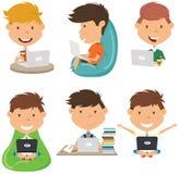 Studenten lernen und tun Hausarbeit durch Computer stock abbildung