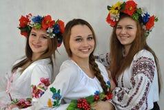 Studenten in nationale Oekraïense geborduurde clothes_2 Royalty-vrije Stock Foto's