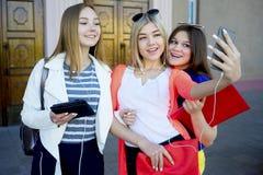 Studenten op campus Royalty-vrije Stock Foto's