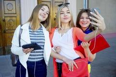 Studenten op campus Stock Afbeeldingen