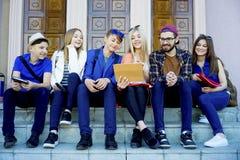 Studenten op campus Royalty-vrije Stock Fotografie