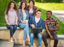 Studenten in openlucht Stock Afbeelding