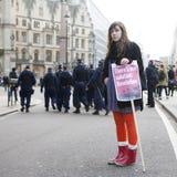 Studenten protestieren gegen Gebühren und Schnitte und Schuld in zentralem London Lizenzfreie Stockbilder