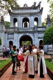 Studenten in tempel van Literatuur, Hanoi, Vietnam Royalty-vrije Stock Afbeeldingen