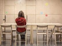 Studenten-Universitätsgeländetreffpunkt und weiblicher Körper Lizenzfreies Stockfoto
