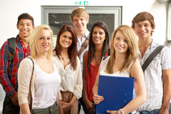 Studenten in universiteit stock afbeelding