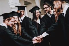 studenten universiteit Jonge mensen mantels Pret royalty-vrije stock afbeelding