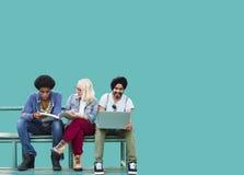 Studenten-Verschiedenartigkeit, die Social Media-Bildung lernt Stockfoto