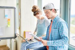 Studentenarbeiten stockfotos