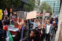 """Studentendemonstratie voor Vrij Onderwijs †""""geen besnoeiingen, geen prijzen, n Royalty-vrije Stock Afbeeldingen"""