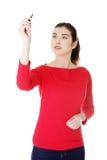Studentenfrauenschreiben auf abstraktem Bildschirm Lizenzfreie Stockfotografie