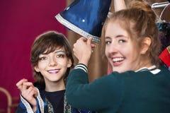 Studentenkleid des Theaters behilfliches Hilfsals Zauberer Stockfotografie