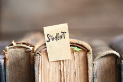 Studentenkonzept, Tag und Bücher, Weichzeichnung Stockfotografie