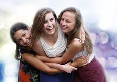 Studentenmädchen, die Spaß haben Lizenzfreie Stockfotos